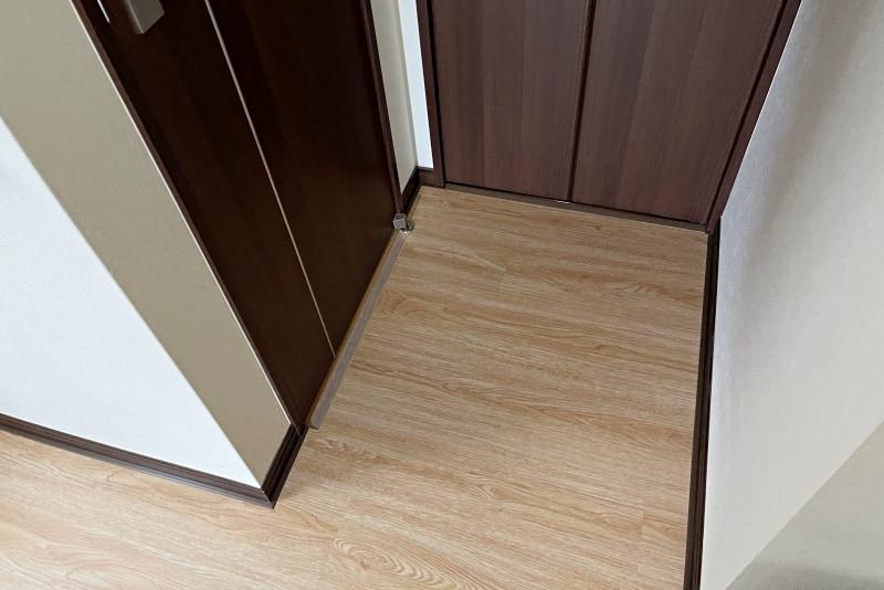 廊下2 ドア前
